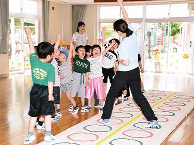 カワイ体育教室講師による体育指導